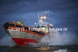 https://www.fotograafopzee.nl/media/images/intro/valentijn_ijmuiden_9789.jpg
